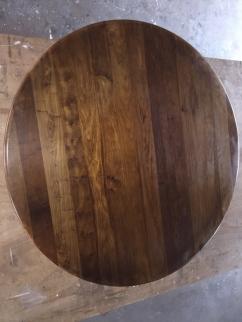 Walnoten tafelblad voor het schuren